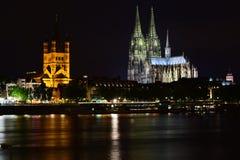 Catedral e câmara municipal da água de Colônia Imagens de Stock