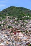 Catedral e casas de Taxco imagens de stock royalty free