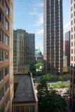Catedral e prédios de escritórios refletidos Fotos de Stock Royalty Free
