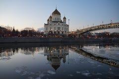 A catedral e a reflexão no rio Imagem de Stock