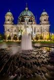 Catedral em Berlim, Alemanha, na noite Imagem de Stock Royalty Free