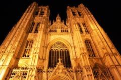 Catedral en Bruselas (Bélgica) en la noche Imagen de archivo