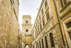 Catedral en el centro de ciudad de Brindisi, Italia foto de archivo