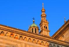 Catedral en el cielo azul Imagen de archivo libre de regalías