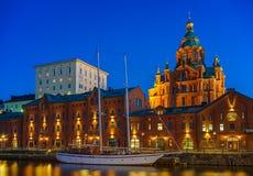 Catedral en la noche, Helsinki de Uspenski Fotos de archivo