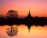 Catedral en la puesta del sol, Lichfield, Inglaterra. Fotografía de archivo
