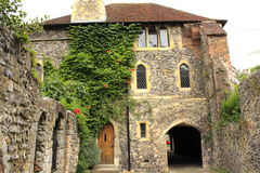 Catedral escura Reino Unido de Canterbury da entrada imagens de stock royalty free