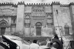 Catedral espanhola Fachada exterior de Mezquita com carr puxado a cavalo imagem de stock