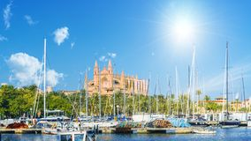 Catedral gótica y La medieval Seu en las islas de Palma de Mallorca, España imagenes de archivo