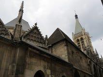 Catedral gótico bonita na parte central fotos de stock royalty free