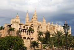 Catedral gótico na noite Imagens de Stock Royalty Free