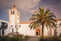 Catedral histórica de Santa Maria de Betancuria em Fuerteventura Islan, Ilhas Canárias, Espanha fotos de stock royalty free
