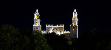 Catedral histórica na noite em Merida, México Fotos de Stock Royalty Free