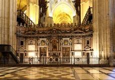 Catedral interior de Sevilha -- Catedral de St Mary da vista, a Andaluzia, Espanha imagem de stock