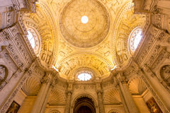 Catedral interior de Sevilla de la fachada Imágenes de archivo libres de regalías