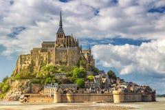 Catedral magnífica de Mont Saint Michel en la isla, Normandía, Imágenes de archivo libres de regalías