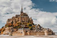 Catedral magnífica de Mont Saint Michel en la isla, Normandía, foto de archivo