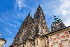 Catedral metropolitana de los santos Vitus en Praga imagen de archivo