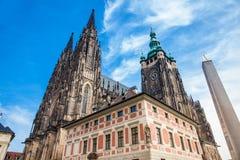 Catedral metropolitana de los santos Vitus en Praga foto de archivo