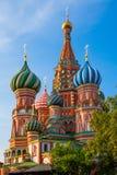 Catedral na manhã, Moscou das manjericões do St, Rússia foto de stock royalty free
