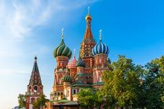 Catedral na manhã, Moscou do ` s da manjericão do St, Rússia foto de stock royalty free
