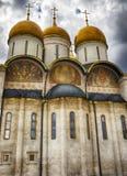 Catedral no Kremlin, Moscou da suposição, Rússia Fotografia de Stock Royalty Free