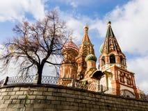 A catedral no quadrado vermelho, Moscou da manjericão do St, Rússia foto de stock royalty free