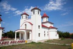 Catedral no vilage de Costinesti, Roménia. Foto de Stock Royalty Free