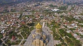 Catedral velha da trindade santamente em Tbilisi, marco arquitetónico, vista em Geórgia video estoque