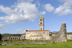 Catedral velha no campo. Fotografia de Stock