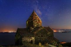 Catedral vieja en la noche fotografía de archivo