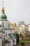 Catedral vieja y modernidad Imágenes de archivo libres de regalías