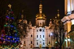 Catedral y árbol de navidad de Dormition en la noche Fotografía de archivo libre de regalías