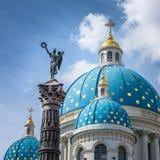 Catedral y columna de la gloria, St Petersburg, Rusia de la trinidad Fotografía de archivo libre de regalías