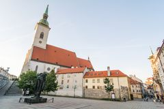 Catedral y cuadrado de San Martín en Bratislava Imagen de archivo