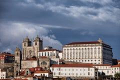 Catedral y palacio episcopal en Oporto Imagenes de archivo