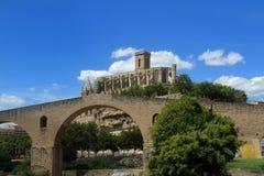 Catedral y puente medieval en Manresa, Imagen de archivo