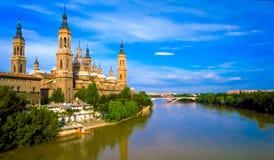 Catedral y río de Ebro Pilar Imagen de archivo libre de regalías