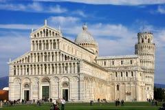 Catedral y torre de Pisa en el cuadrado de Miracoli Fotos de archivo