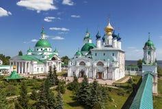 Catedrales de Dimitrievsky y de Zachatievsky del monasterio de Spaso-Yakovlevsky en Rostov fotos de archivo libres de regalías