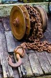 Catena arrugginita con il gancio Fotografie Stock