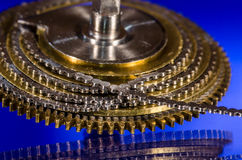 Catena d'annata del Fusee dell'orologio da tasca arrotolata intorno al cono del Fusee Fotografie Stock