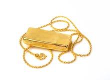 Catena dell'oro e barra di oro su fondo bianco Immagini Stock Libere da Diritti