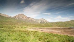 Catena di montagne di Quiraing in isola di skye stock footage
