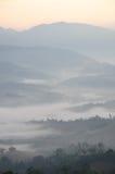 Catena montuosa con foschia di mattina immagine stock libera da diritti
