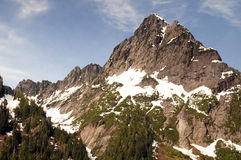 Catena montuosa del nord di punta dentellata irregolare Washington State della cascata Immagini Stock