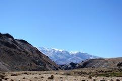 Catena montuosa della neve nel plateau di Changthang, Ladakh, il Jammu e Kashmir, India Fotografie Stock Libere da Diritti