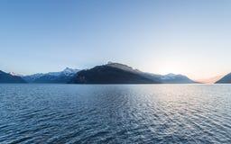 Catena montuosa delle alpi al tramonto Fotografia Stock