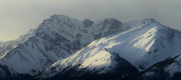 Catena montuosa di alba Fotografia Stock