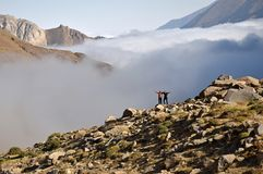 Catena montuosa di Alborz, sopra le nuvole fotografie stock